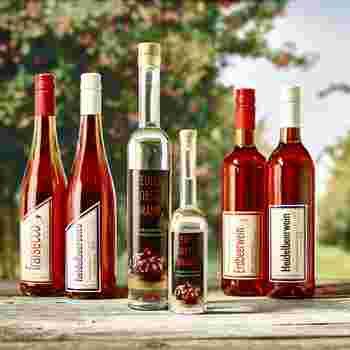 selbstgemachter Wein, Secco und Brände in Flaschen abgefüllt